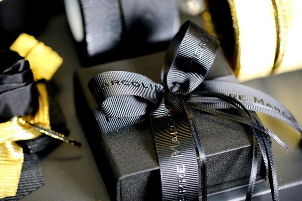 Bänder und Schleifen für Geschenke Produkte Verpackungen